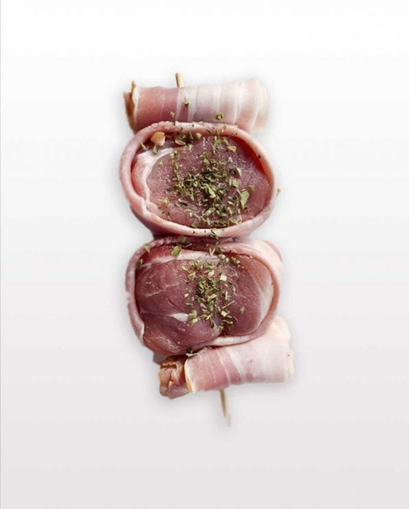 brocheta de solomillo, bacon solomillo, bacon y dátiles, preparar la barbacoa perfecta, brocheta de solomillo bacon y dátiles, solomillo de cerdo en brocheta.