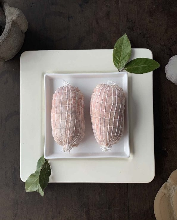 pechugas de pollo rellenas, carne para asar, pollo relleno, pechugas rellenas de jamón, queso y pasas, rellenos especiales, relleno.