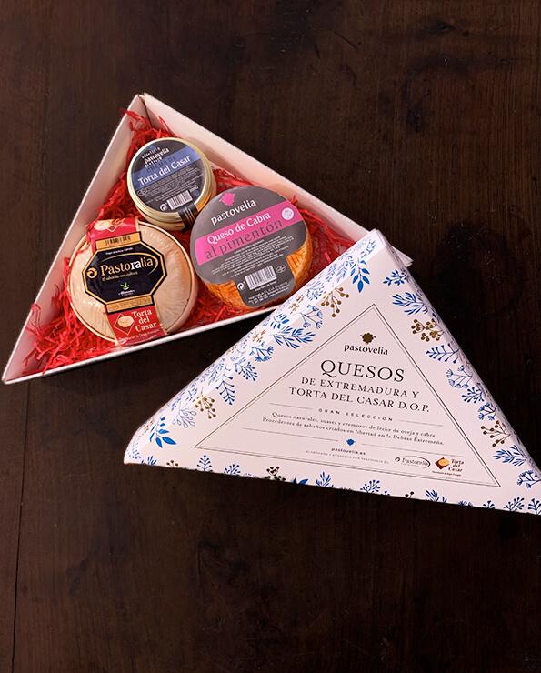 Caja selección quesos extremeños, regala quesos extremeños, regalar queso, quesos de extremadura, torta del casar