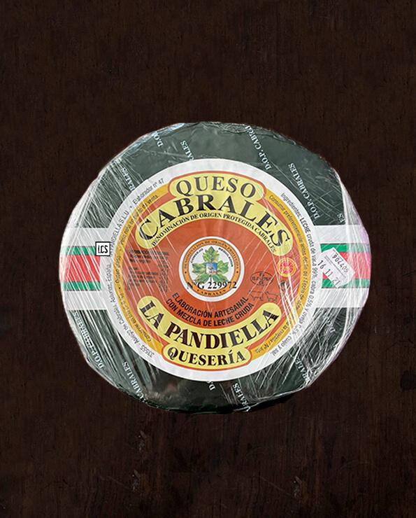 Queso de cabrales de tres leches, vaca, cabra y oveja, disponible para comprar online en La Carnicería de Salamanca